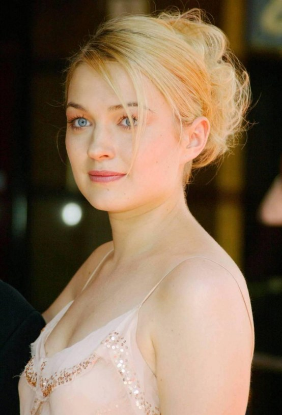 sophia myles  bio  height  weight  measurements