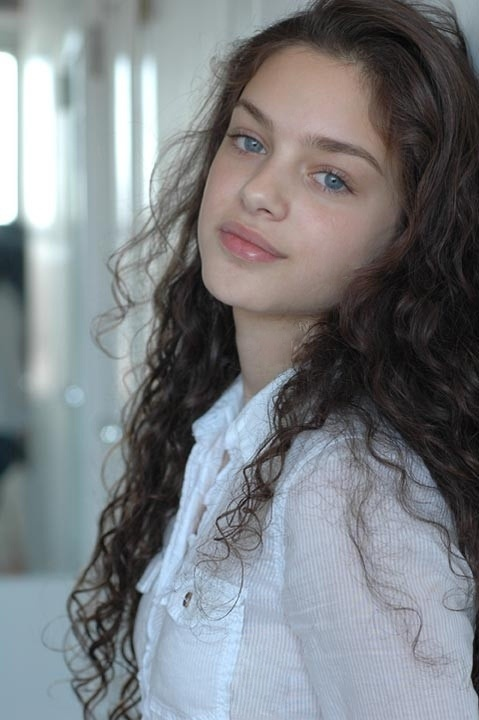 Odeya Rush and ryan lee