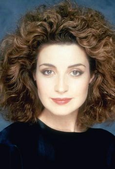 Annie Potts: Bio, Height, Weight, Age, Measurements ...