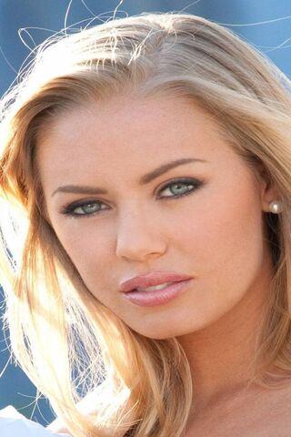 Nicole aniston age